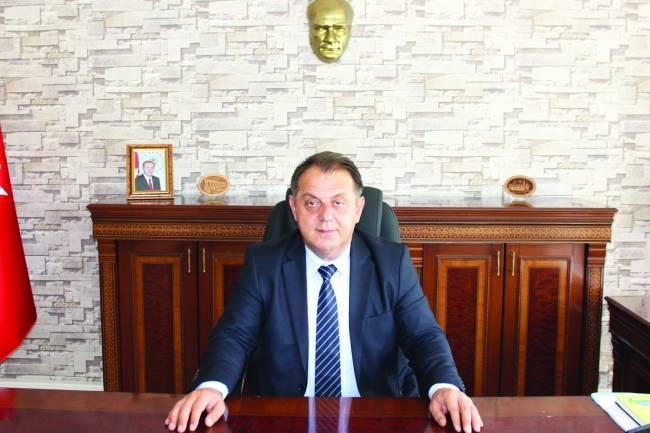 """Kaymakam Özdemir'den,  """"EVDE KALIN"""" çağrısı"""