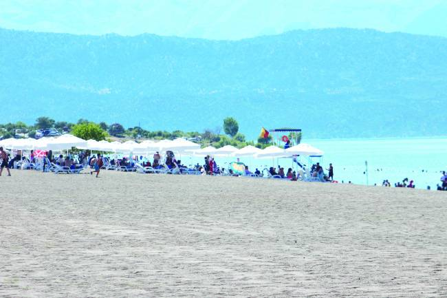 Karaburun Plajı Ziyaretçilerin Gözdesi