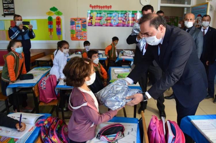 Ege Özel Çocuklar Vakfı'ndan Hüyük'lü çocuklara yardım